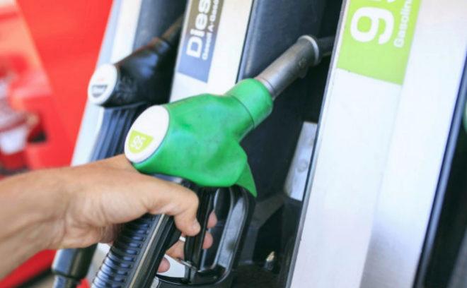 Los españoles pagaron 12.000 millones de euros  de más en combustible