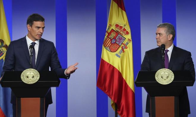 Pedro Sánchez e Iván Duque, en rueda de prensa tras su reunión en Bogotá.