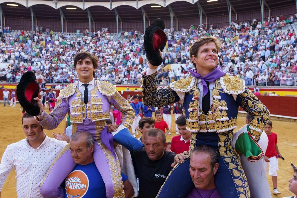 El Juli y Roca Rey salen a hombros en la primera de Palencia