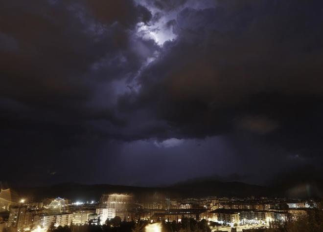 Pamplona, azotada por una fuerte tormenta el miércoles.
