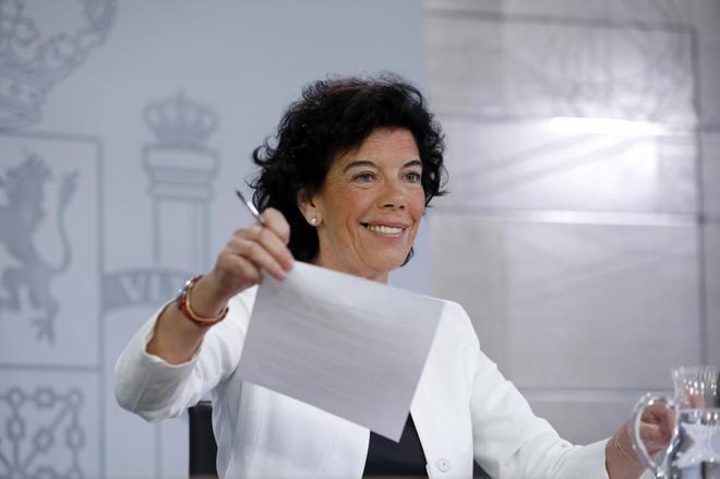 La portavoz del Gobierno, Isabel Celaá, este viernes.