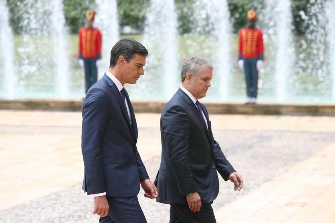 El presidente del Gobierno español es recibido por su homólogo colombiano en Casa Nariño.