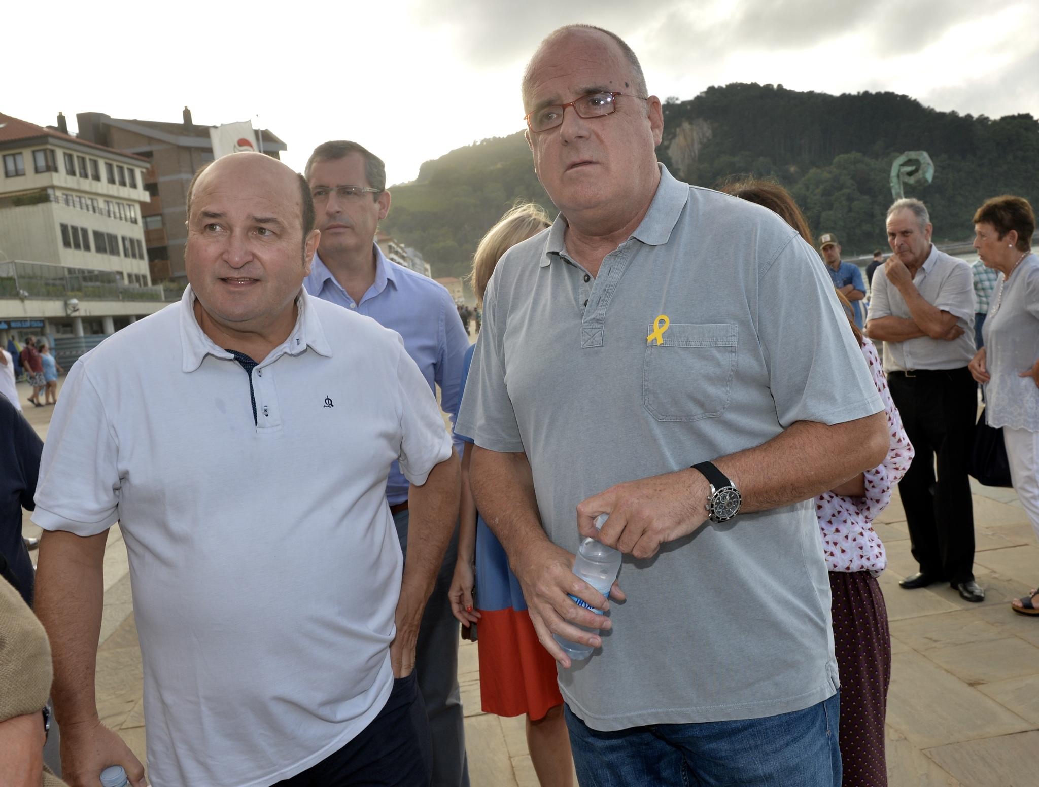 Andoni Ortuzar y Joseba Egibar antes de iniciarse el acto del PNV en Zarautz.