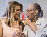 La presidenta de la Junta de Andalucía, Susana Díaz, con el actor y...