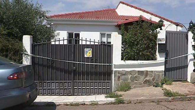 Fachada de la casa donde la joven ha sido detenida.
