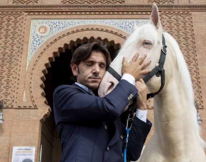 Diego Ventura y 'Remate' en la Puerta Grande de la Monumental de las Ventas