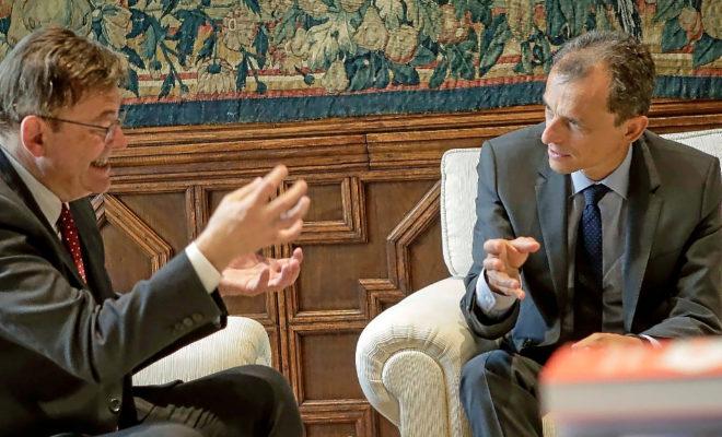 l ministro de Ciencia e Innovación, Pedro Duque, junto al presidente de la Generalitat, Ximo Puig. JOSÉ CUÉLLAR