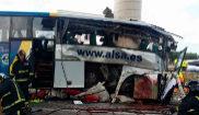 Estado en el que quedó el autobús tras colisionar contra un pilar de...