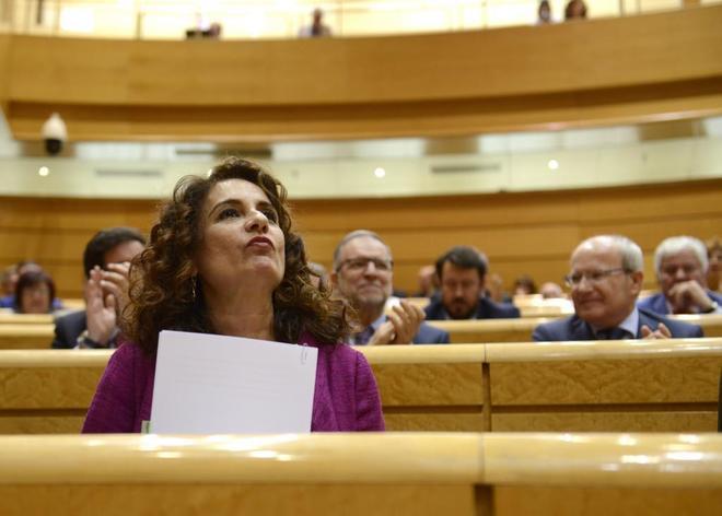 La ministra de Hacienda, María Jesús Montero, durante el debate de...