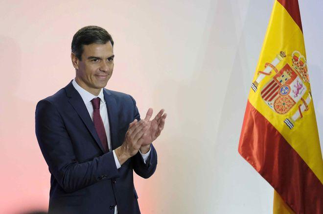 El presidente del Gobierno, Pedro Sánchez, durante su visita a Costa...
