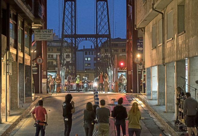 Rodaje de la serie 'La víctima número 8', en el puente de Vizcaya.