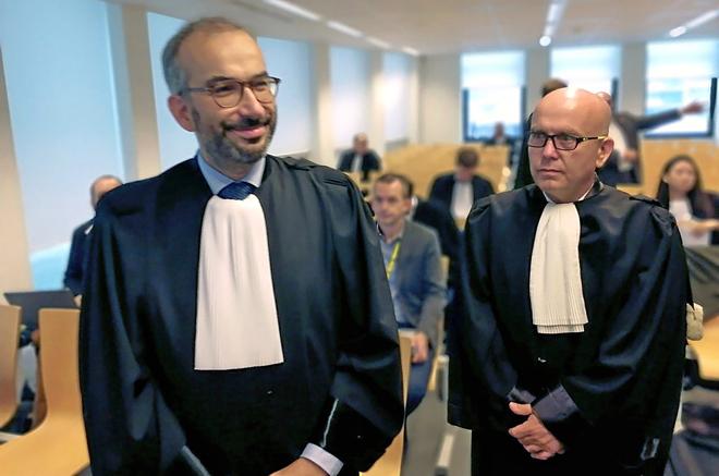 El abogado belga de Llarena y de España, Hakim Boularbah (izqda.), y uno de los abogados de Puigdemont, Gonzalo Boye.