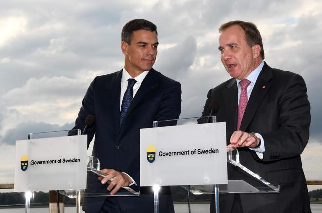 Pedor Sánchez, junto a su homólogo sueco, Stefan Lofven, en rueda de...