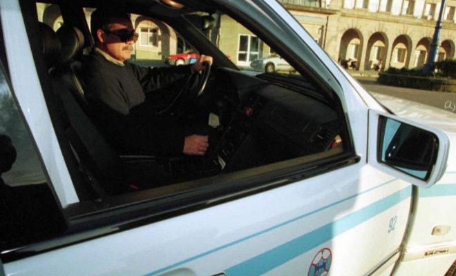 Vigo exige a los taxistas vigilar que las mujeres entran en su casa antes de irse