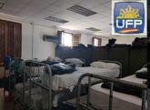Literas en el cuartel donde están los agentes desplazados a...
