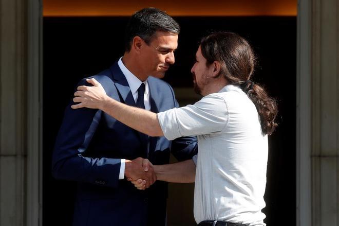Pedro Sánchez recibe a Pablo Iglesias esta tarde en la Moncloa.