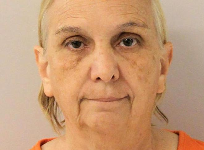 La ex entrenadora de gimnasia Debbie Van Horn, en su ficha policial.
