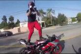 Bailar encima de una moto... ¿por qué no?