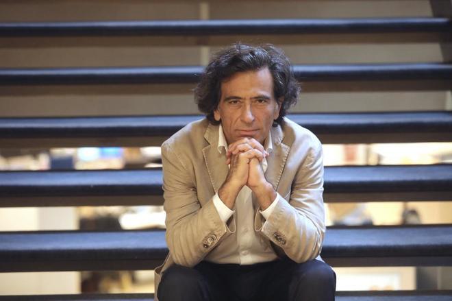 Entrevista a Arcadi Espad por la reedición del libro 'Contra Catalunya'