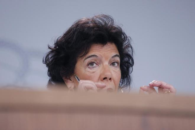 La portavoz del Gobierno y ministra de Educación, Isabel Celaá,...