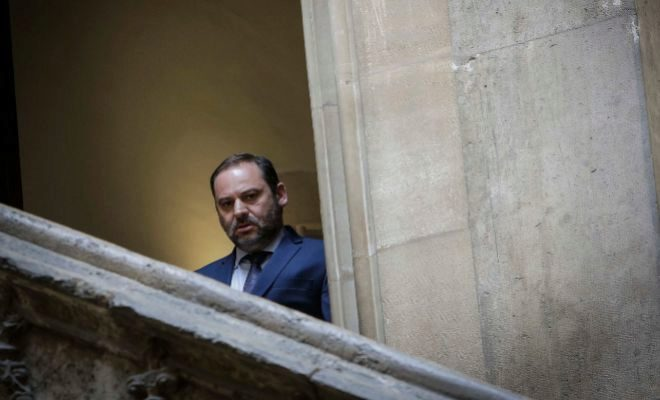El ministro de Fomento, José Luis Ábalos, en una reciente visita al Palau de la Generalitat.