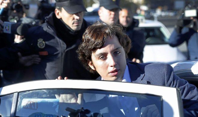 Francisco Nicolás Gómez abandona los juzgados de Plaza de Castilla, en Madrid, tras declarar a finales de 2014, cuando estalló el escándalo.