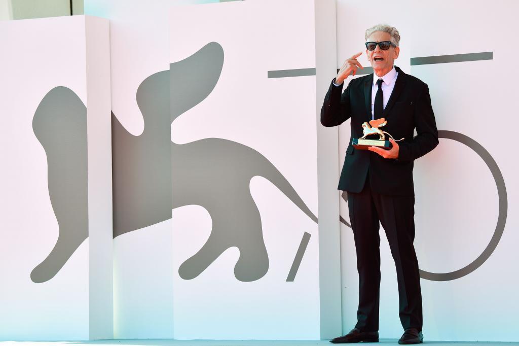 El cineasta David Cronenberg, con el León de Oro en Venecia.