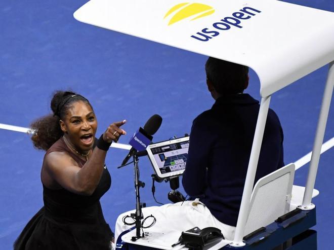 Serena Williams grita a Carlos Ramos durante la final femenina.