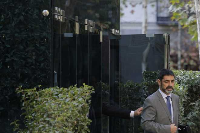 El ex Mayor de los Mossos, Josep Lluís Trapero, a su salida de la...