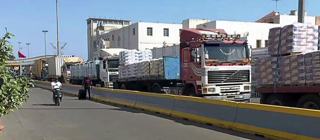LA IMAGEN QUE RABAT NO QUIERE QUE SE VEA. Nueve camiones, cargados de...
