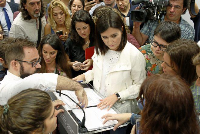 La ministra de Sanidad, Carmen Montón, durante su comparecencia ante...