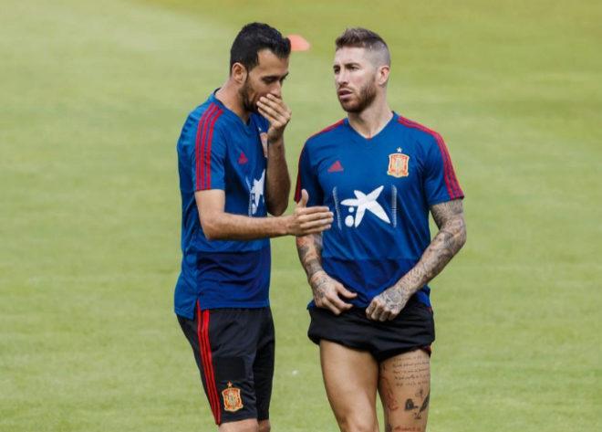 Sergio Ramos y Busquets, durante el entrenamiento de España en Elche.