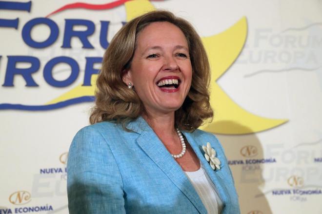 La ministra de Economía y Empresa, Nadia Calviño, poco antes de su...