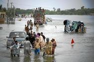 Una carretera  inundada en Muzaffargarh, al sur de la provincia de Punjab, en Pakistán.