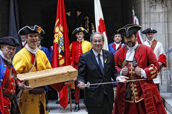 El presidente de la Generalitat Quim Torra ha recibido en el Palau una agrupación de recreacion historica de los miquelets (migueletes), fuerza que combatieron en la guerra de sucesion de 1714
