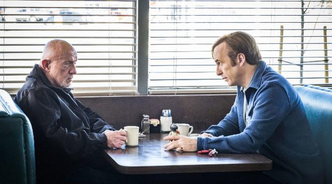 Mike Ehrmantraut (Jonathan Banks) y Saul Goodman (Bob Odenkirk), de...