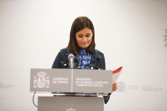 La ministra de Sanidad, Carmen Montón, anunciando su dimisión.
