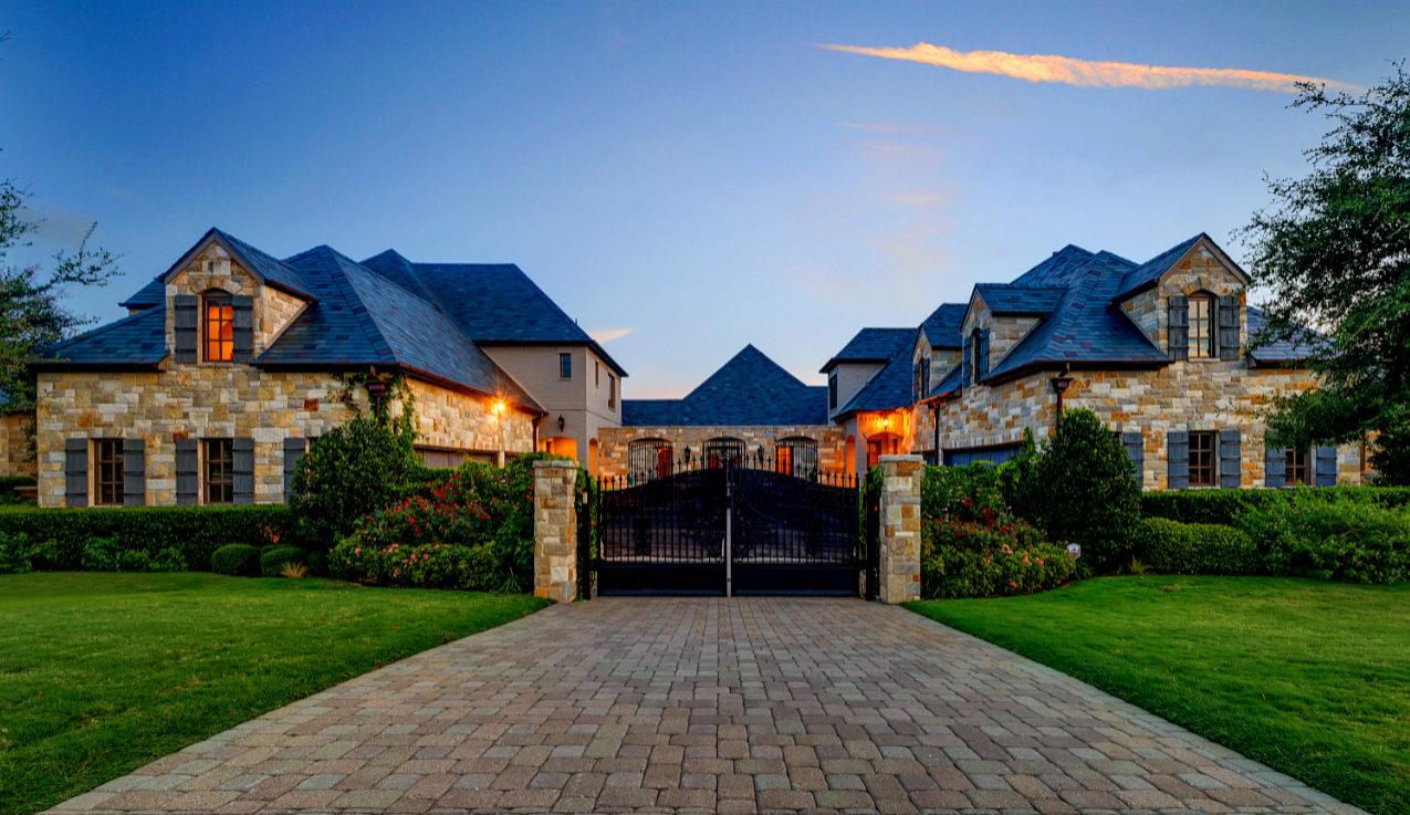 La propiedad tiene 1.000 metros cuadrados y está ubicada en la...