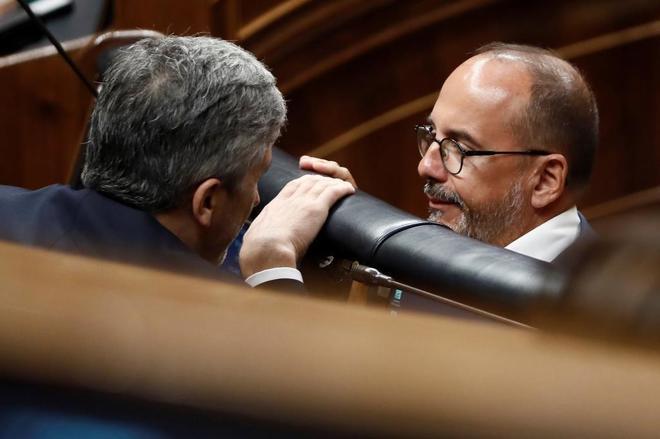 El portavoz del PDeCAT en el Congreso, Carles Campuzano, conversa con...