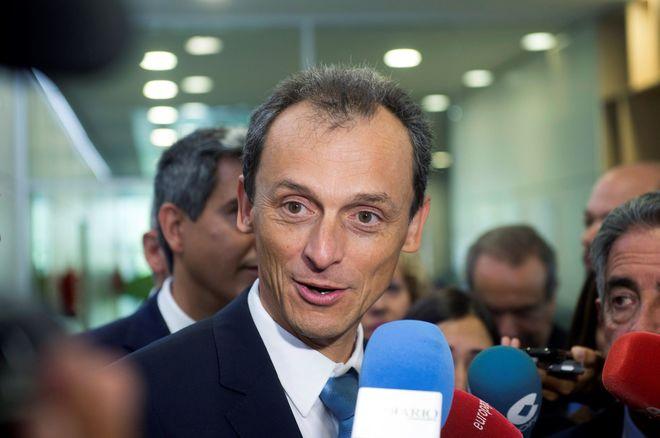 El ministro de Ciencia, Pedro Duque, durante una visita en Santander.