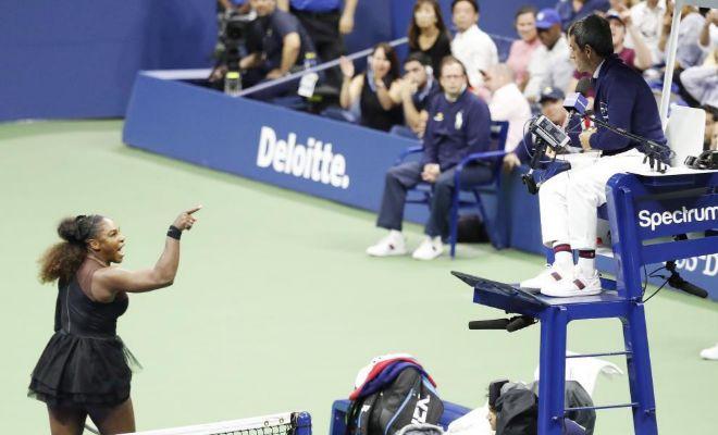 Serena Williams, en plena discusión con Carlos Ramos durante la final del US Open.