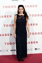 La actriz eligió un vestido negro de encaje y pedrería de Chanel, de...