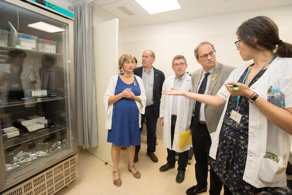 El presidente de la Generalitat, Quim Torra (2d) , acompañado de la consellera de Sanidad, Alba Vergés (i), el alcalde de Sant Adrià de Besós (2i) y el director del Centro de Atención Primaria de La Mina, Juan Manuel Mendive (i) durante la inauguración de este centro.