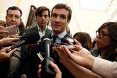 El presidente del PP, Pablo Casado, atiende a los medios de...