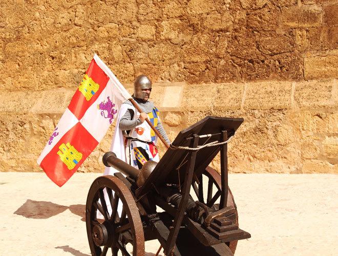 Un actor durante la visita teatralizada en el castillo de Belmonte.
