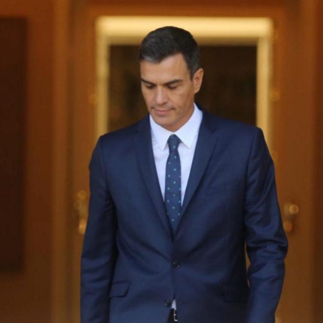 Pedro Sánchez, esta mañana a las puertas del Palacio de la Moncloa.