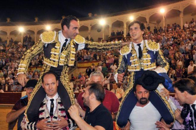 Enrique Ponce salió a hombros con Roca Rey en Albacete en la corrida de máxima expectación de la feria