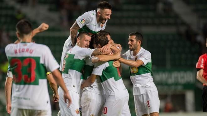 Los jugadores franjiverdes celebran la victoria.