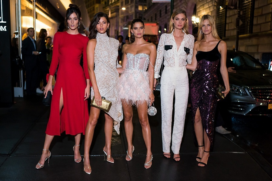 Quinteto de bellezas en la gran manzana en una de las fiestas de...