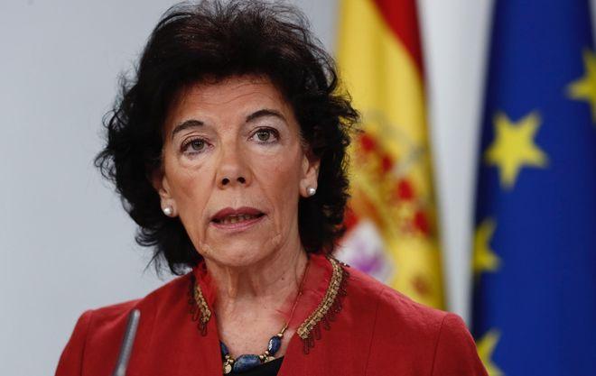 La portavoz del Gobierno, Isabel Celaá, durante la rueda de prensa...